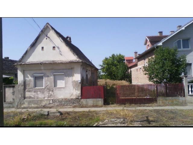 Prodajem dve kuće na selu jeftino